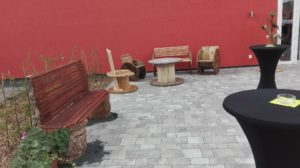 1. Ziel-Sitzgruppen aus Kabeltrommeln für die Eventhalle 'Kabelwerk'